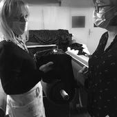 Une personne, un prénom, un savoir-faire français : il y a une histoire derrière chacun des vêtements que nous fabriquons pour nos marques propres ou celles avec qui nous collaborons. Cette histoire, nous vous la partageons dans notre série de portraits. Aujourd'hui, c'est au tour de Sylvie, responsable finitions chez Lemahieu. 😀  👉 Retrouvez son portrait en suivant le lien dans la bio.